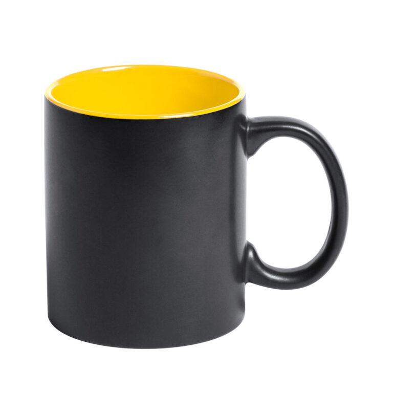 Schwarze Tasse mit Lasergravur gelb